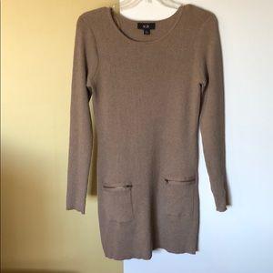 Tan long tunic style long sleeves sweater Sz. Lg.